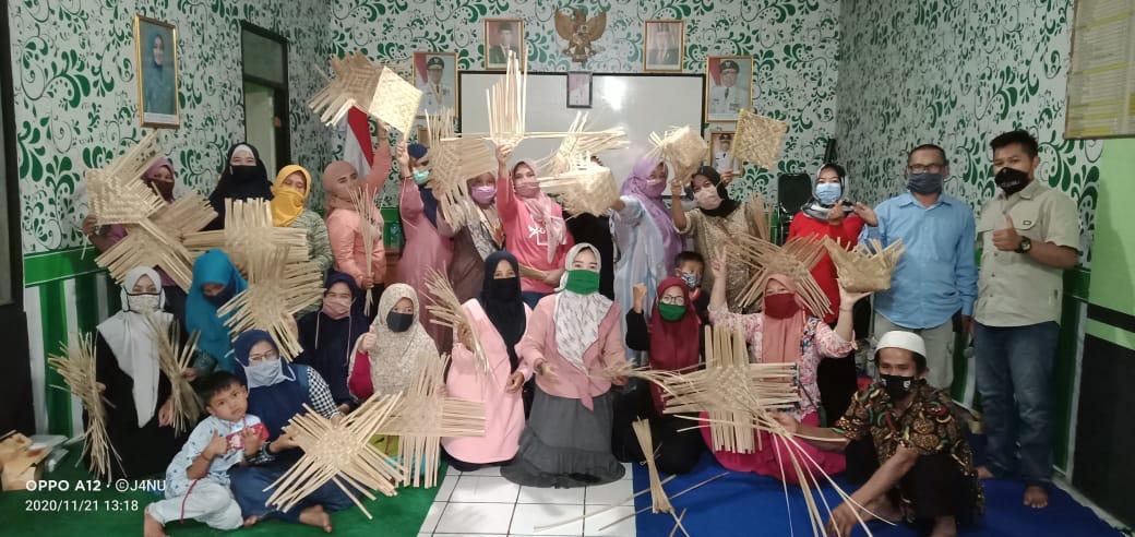 BUMDes Desa Cipeundeuy Selenggarakan Pelatihan Kerajinan Anyaman Bambu